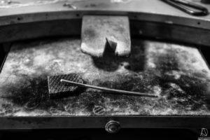 Lingot d'argent en tige, atelier de joaillerie Marie-Noëlle Monfort, Aurore Delsoir Photography, Brabant Wallon, 2018