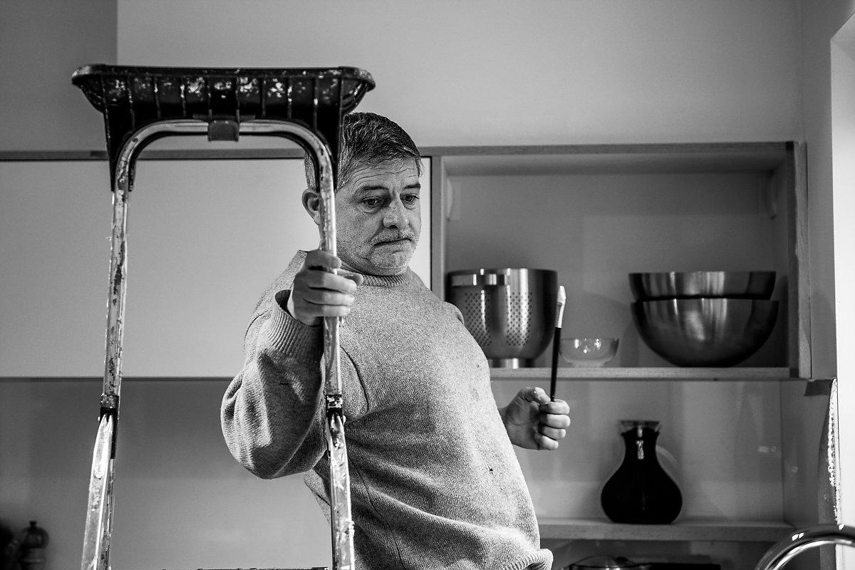 """""""Rarement sans Juan"""", Portrait d'entrepreneur, Christian Delhausse, Couleur Passion. Portrait noir et blanc, lumière naturelle. Aurore Delsoir Photographe d'entreprise"""