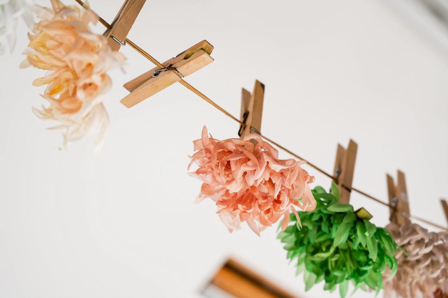 Des fleurs suspendues, Dorothée l'a fait, reportage par Aurore Delsoir photographe d'entreprise