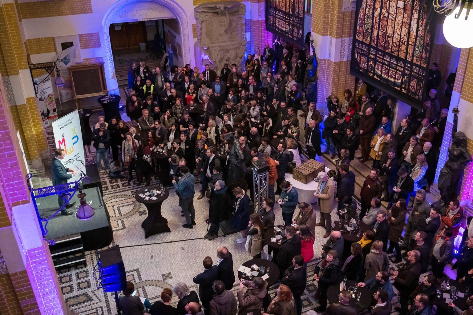 Un public très nombreux à l'inauguration du FabLab de Charleroi, événement d'entreprise par Aurore Delsoir photographe d'entreprise à Bruxelles et en Wallonie