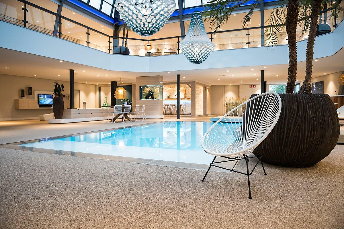 Showroom des piscines Starline, reportage d'entreprise, Aurore Delsoir Photographe d'entreprise.