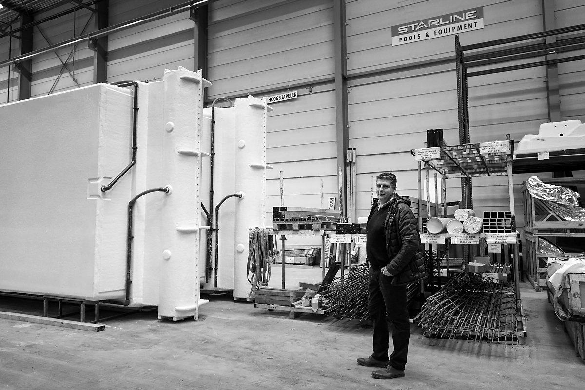 Thierry Smith, Pisciniste Starline à Bruxelles et en Wallonie, Usine de construction de piscines Starline, reportage d'entreprise, Aurore Delsoir Photographe d'entreprise.