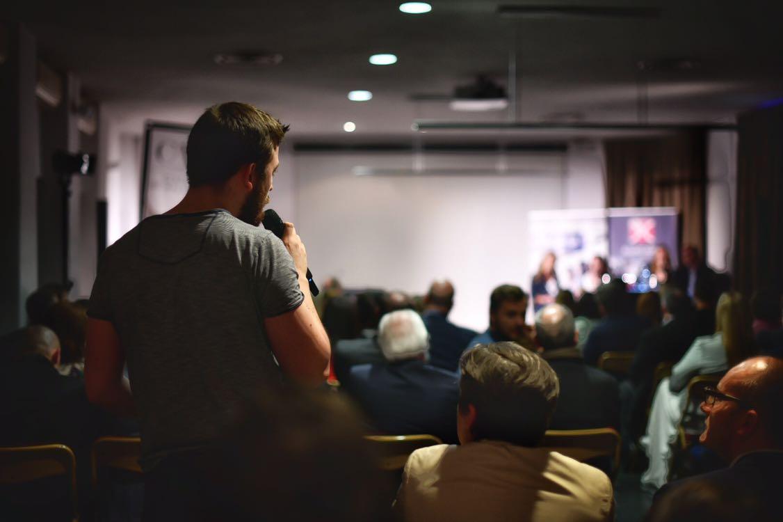 Question d'un participant, Nuit des Entrepreneurs Inspirants Liège, Aurore Delsoir photographe d'entreprise