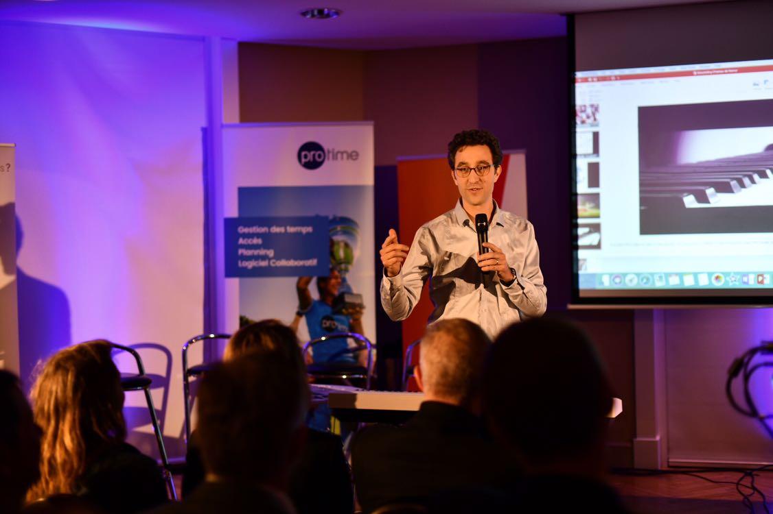 Nil Perez Berrto anime le public en musique à la Nuit des Entrepreneurs inspirants, Namur, 26 mars 2019
