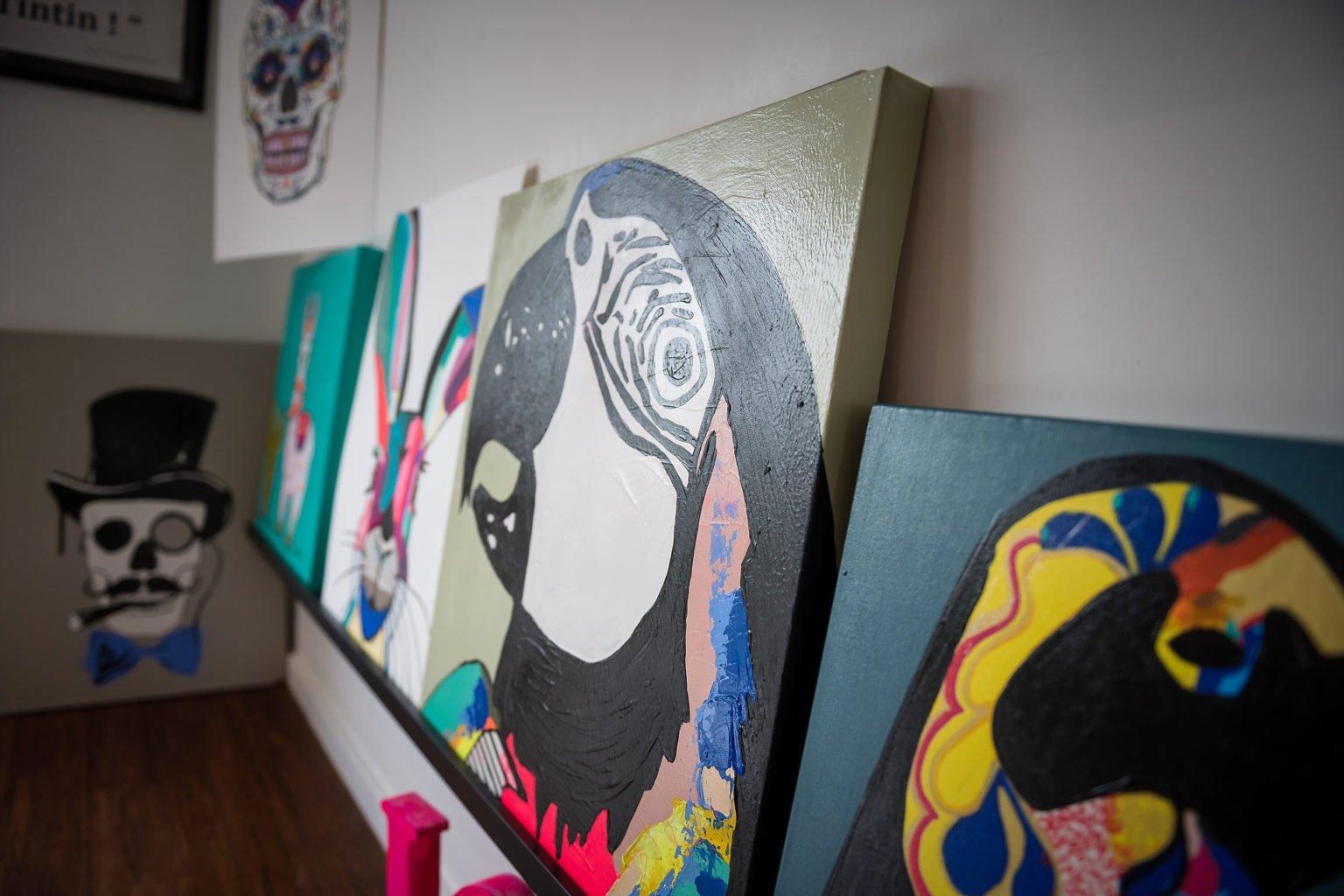 Peintures de Maïté Jansen, Portrait d'entrepreneur par Aurore Delsoir photographe d'entreprise