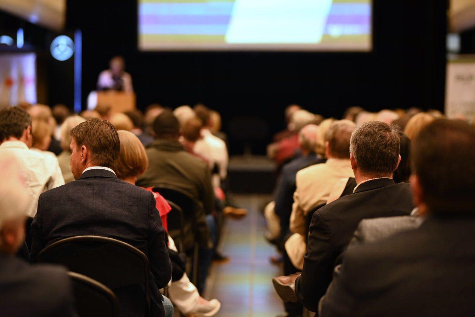 Vue du public lors d'une conférence sur le CBTC donnée par le Rotary Louvain-La-Neuve, mai 2019