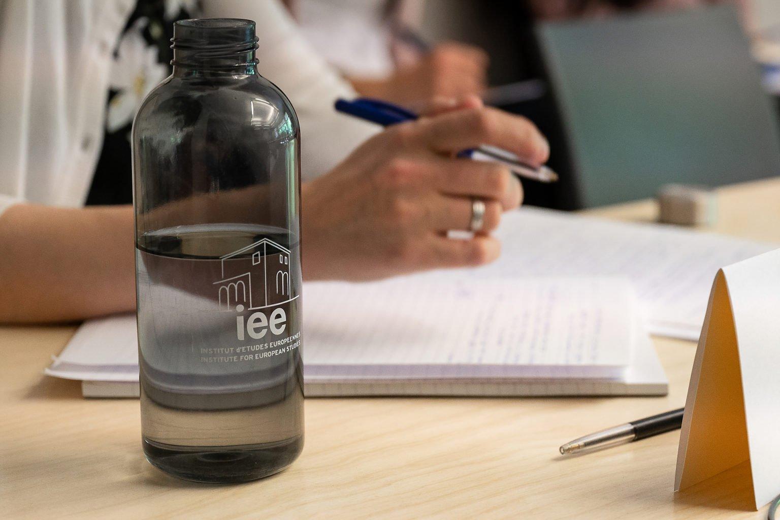 """La bouteille IEE, Institut d'Etudes Européennes, Conférence Biennale """"L'UE dans les affaires européennes"""", juin 2019. Aurore Delsoir Photographe d'entreprise"""