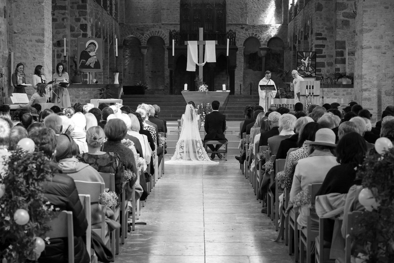 Collégiale de Nivelles, Mariage par Aurore Delsoir photographe événementiel