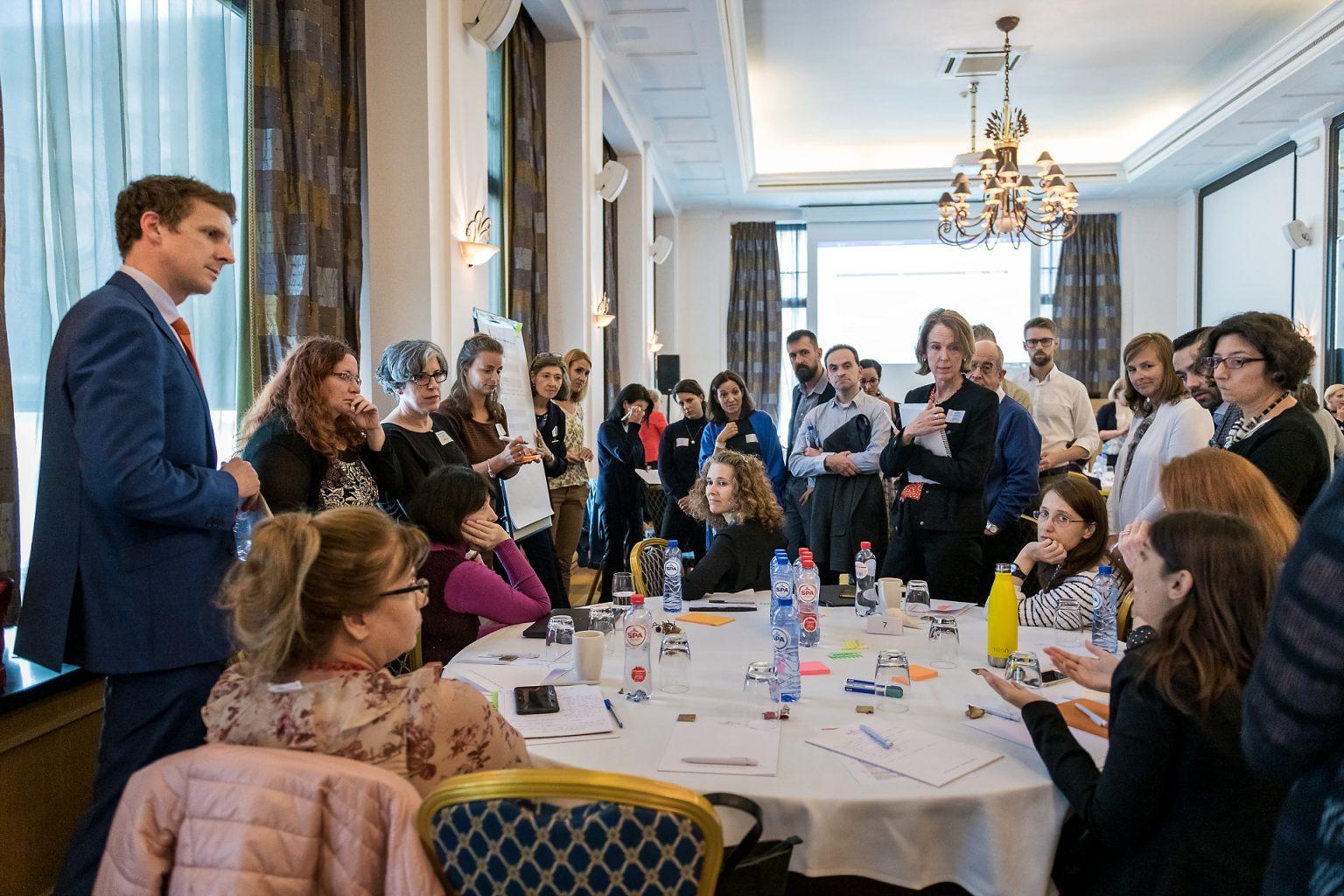 Discussion de groupe lors d'un atelier interactif du PEOF, lors du reportage de l'événement d'entreprise PEOF. Par Aurore Delsoir photographe événementiel