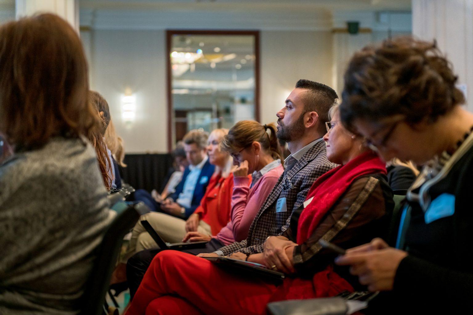 Vue du public lors d'une séance plénière du PEOF, reportage photographique de l'événement par Aurore Delsoir photographe événementiel