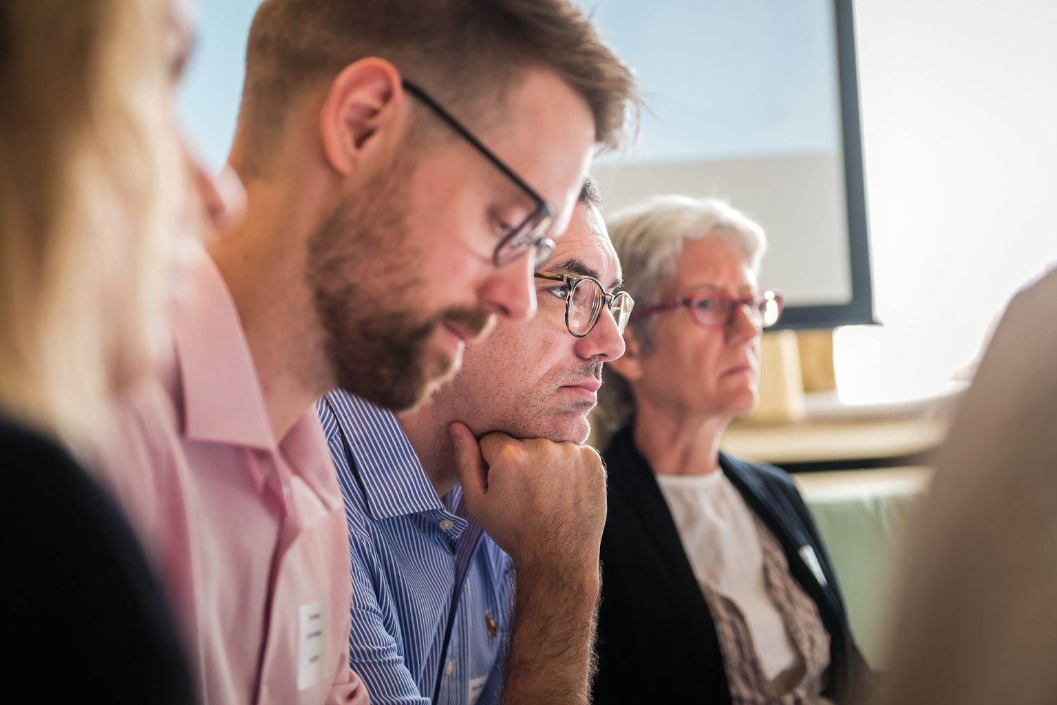 Public écoutant attentivement un intervenant lors d'un atelier du PEOF, lors du reportage de l'événement à Bruxelles par Aurore Delsoir photographe événementiel