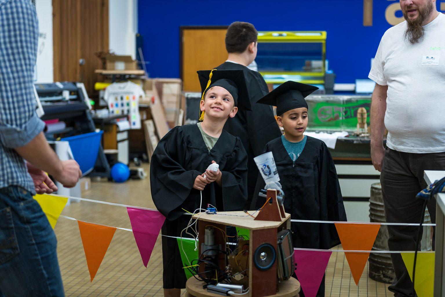 Université des Enfants de Charleroi amusement et apprentissage.  Reportage photographique de l'événement par Aurore Delsoir photographe événementiel