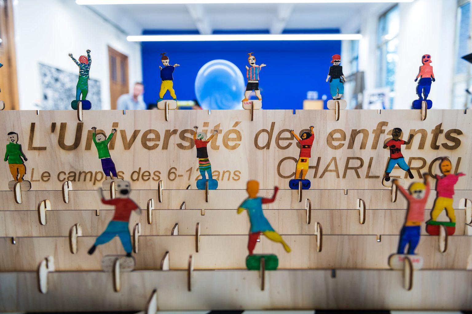 Panneau décoré par les enfants lors de l'ouverture de l'Université des Enfants de Charleroi. Reportage photographique de l'événement par Aurore Delsoir photographe événementiel