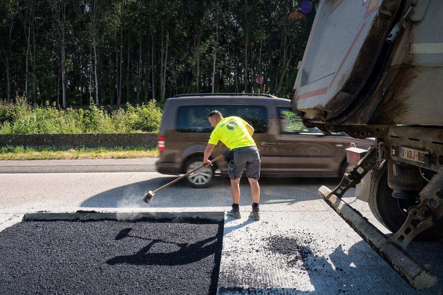 Chantier sur autoroute par le Groupe Broers, reportage d'entreprise par Aurore Delsoir photographe d'entreprise