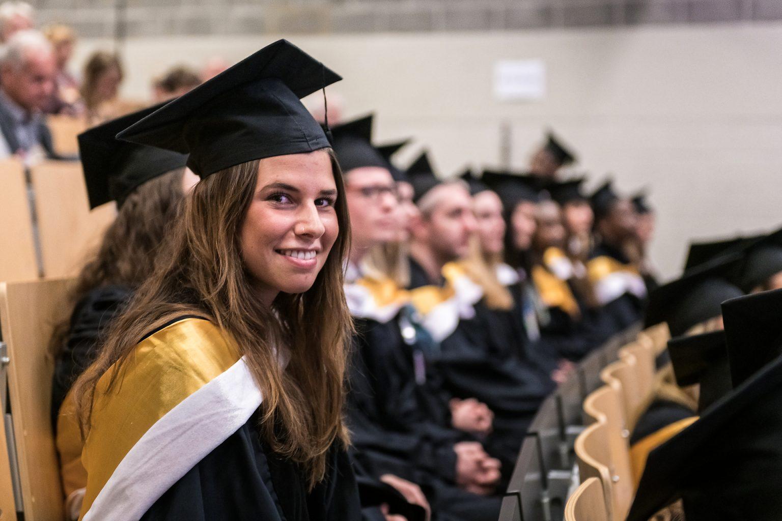 Etudiante promue, Proclamation de la promotion des Facultés de Lettres, traduction et Communication 2018-2019 (ULB), par Aurore Delsoir Photographe corporate