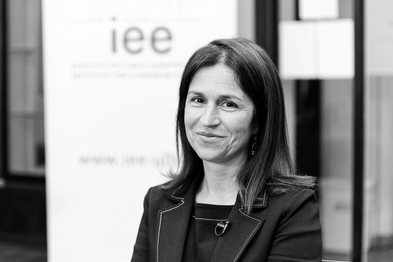 Portrait d'Anne Weyembergh, IEE, Ce(ux) qui m'entoure(nt), Aurore Delsoir photographie
