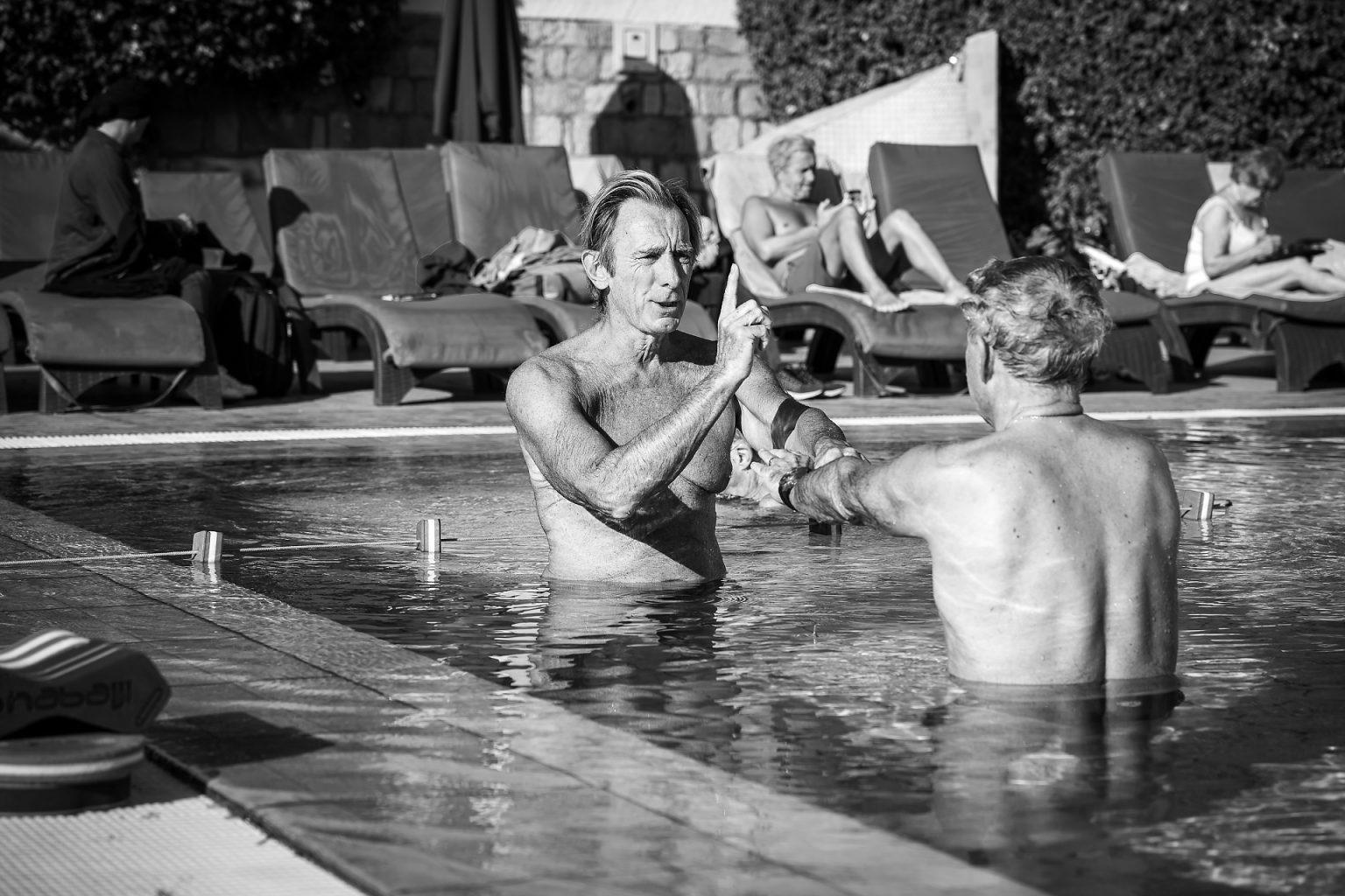 Michel Rousseau donnant cours de natation