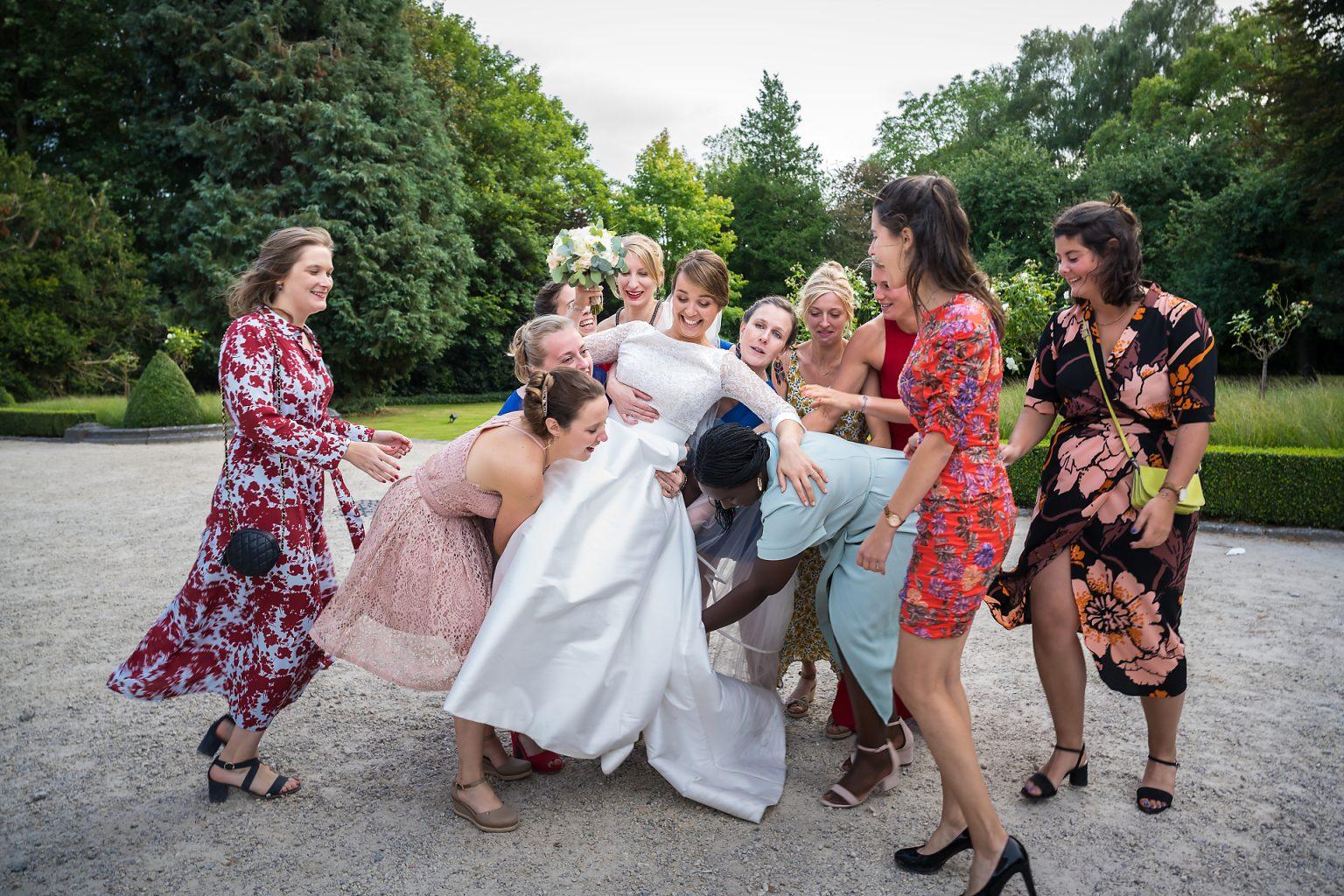 La mariée et ses amies, mariage d'Hortense et Jean-Louis, par Aurore Delsoir photographie