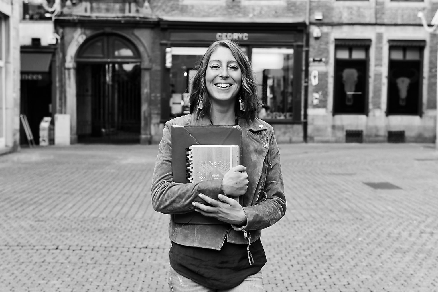 Florence Havenne et son journal Happy Flow par Aurore Delsoir photographe
