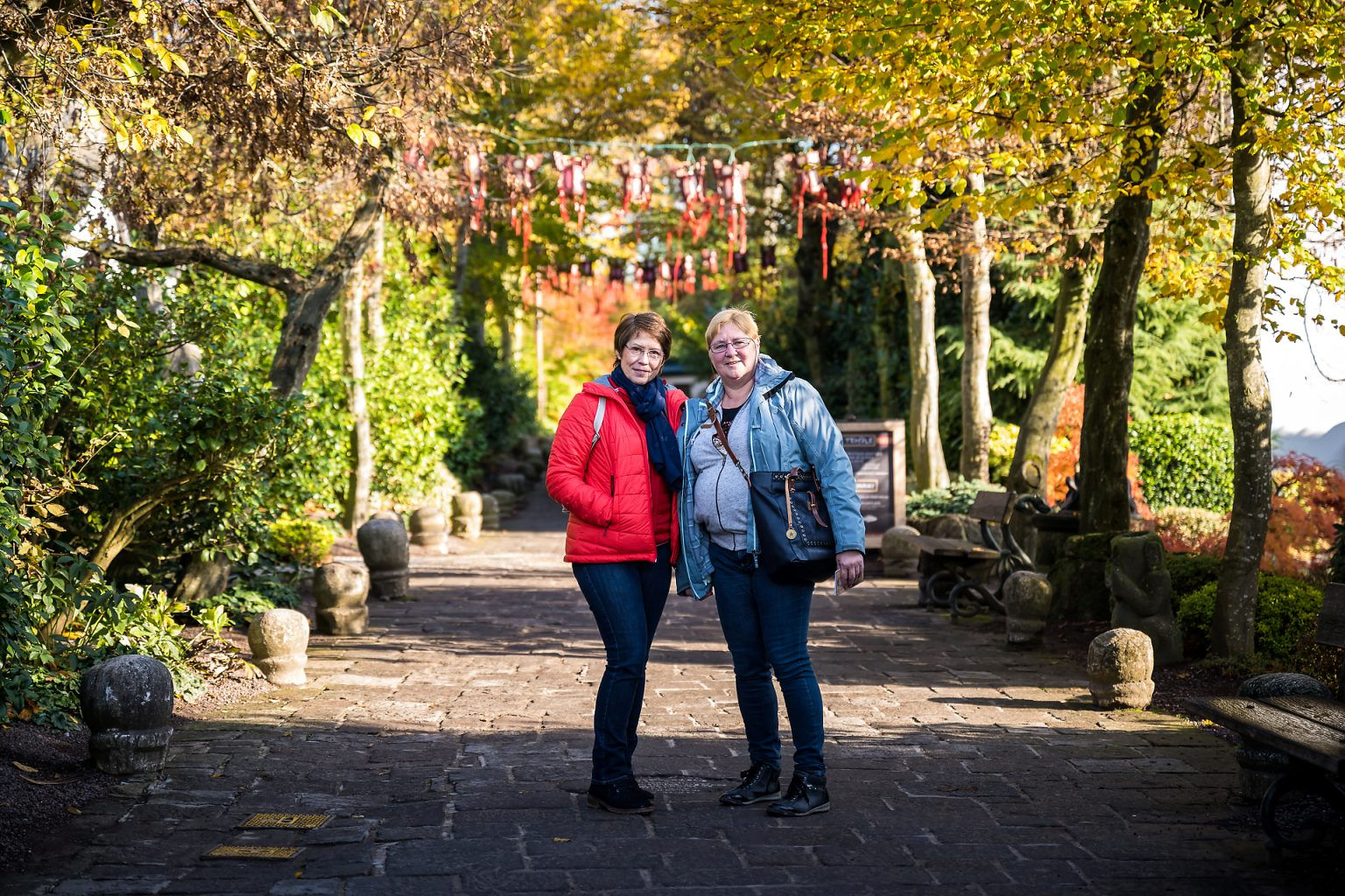 Deux membres des agences Belfius Charleroi Centre & Villes par Aurore Delsoir photographe événementiel