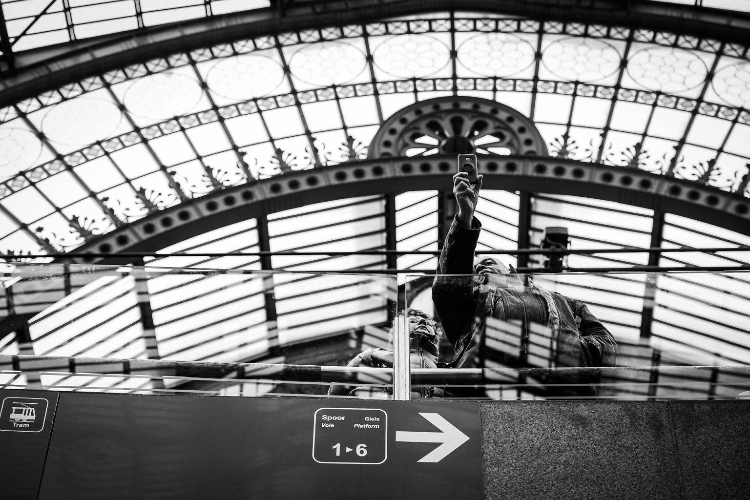 Depuis les quais de la gare d'Anvers, un selfie sur le vif