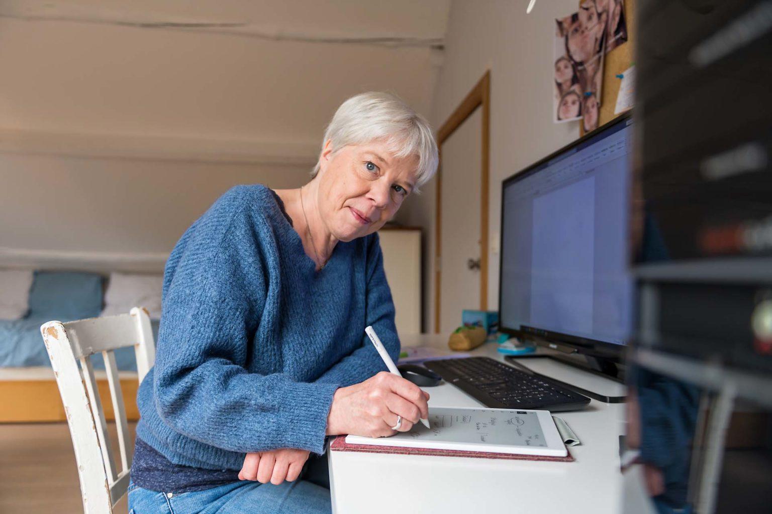 Pascale Van Obberghen qui rédige