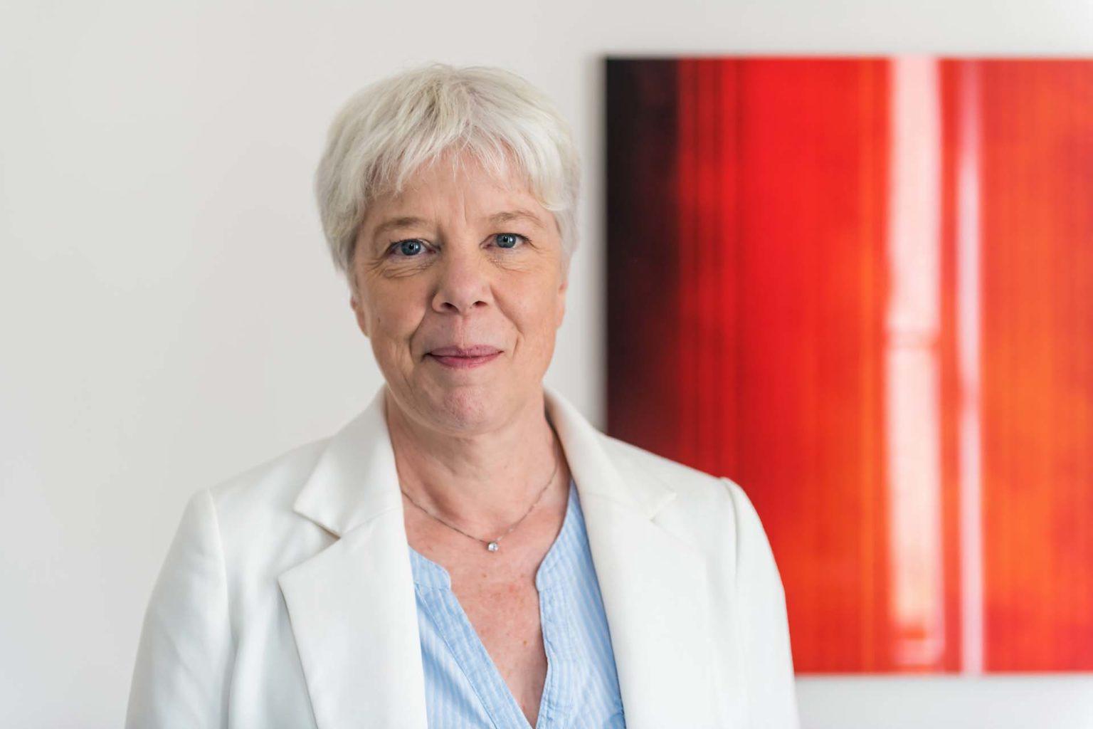 """Pötrtrait de Pascale Van Obberghen, """"La boîte à guillemets"""""""