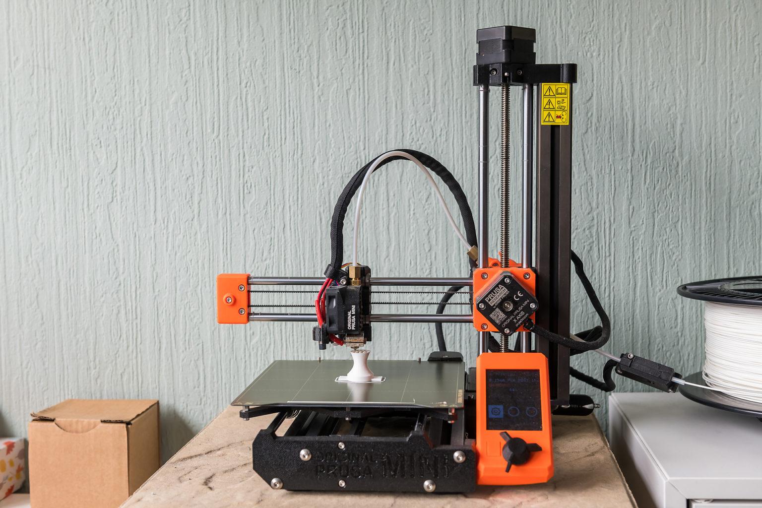Imprimante 3D en pleine action chez Yann Jacquet, iideo