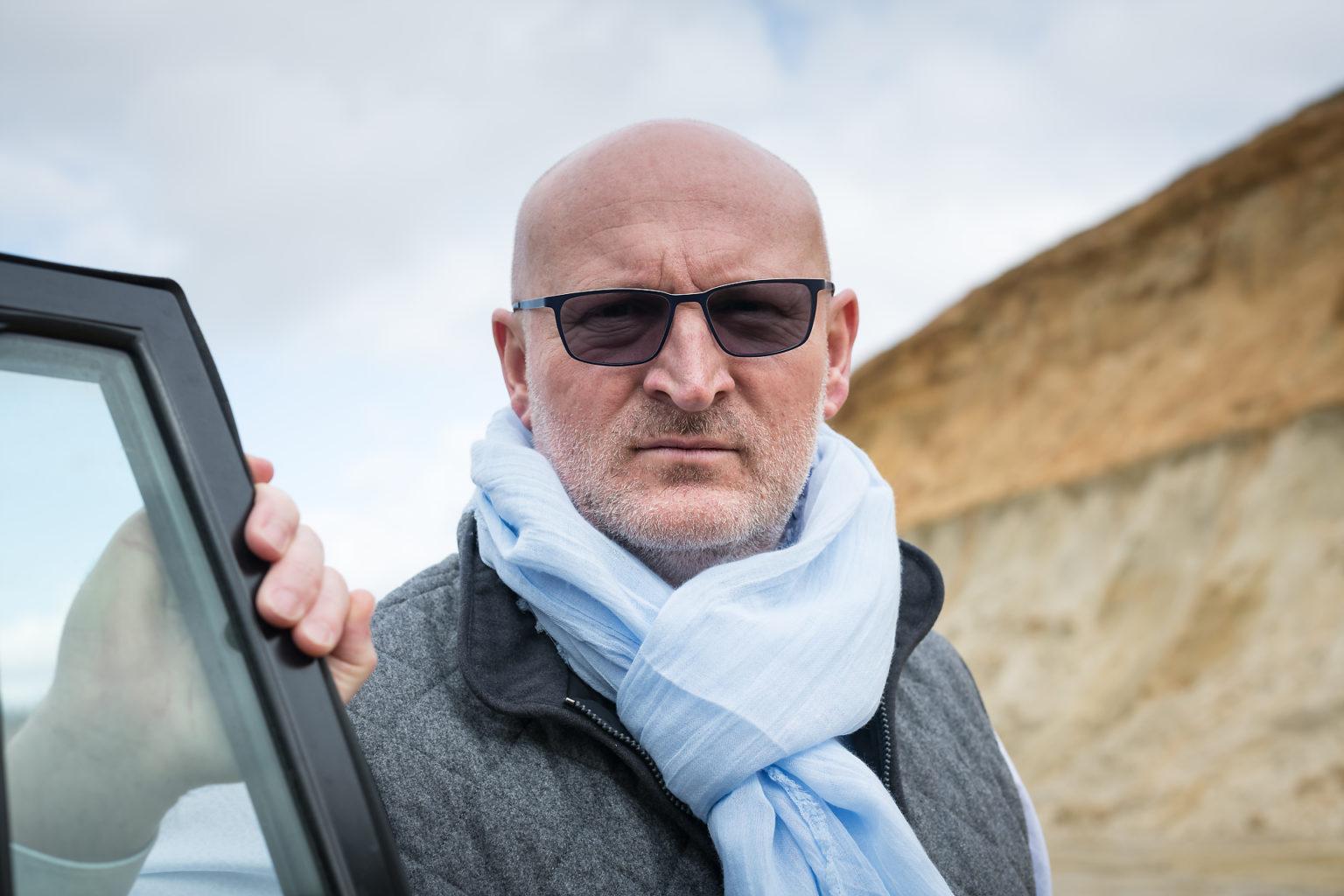 Portrait de Thierry Streel en extérieur par Aurore Delsoir photographe